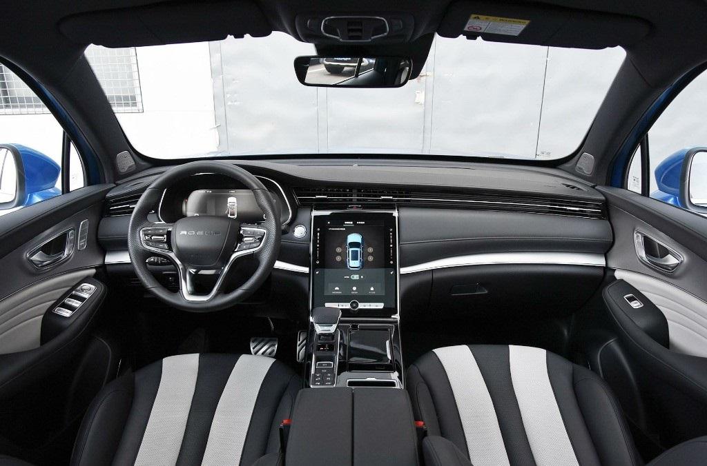 RX5 Max Interior